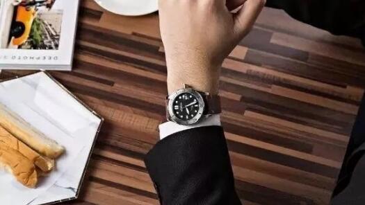 预算五千块,这些腕表戴起来倍...