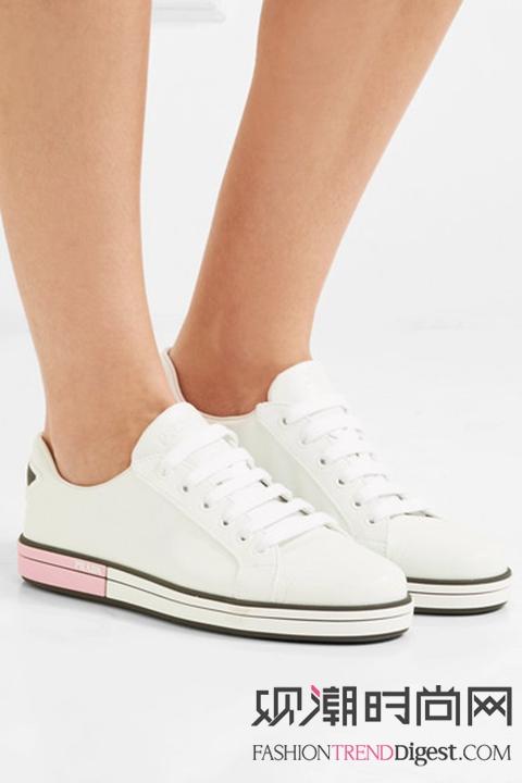 让时髦翻倍!小白鞋搭配人人爱