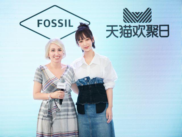 "Fossil全球形象代言人 90后实力女演员杨紫玩转""Q芯机"""