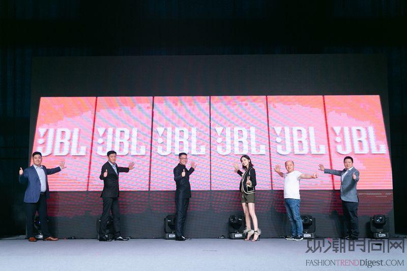 """JBL与娜扎一起""""音色绽放""""..."""