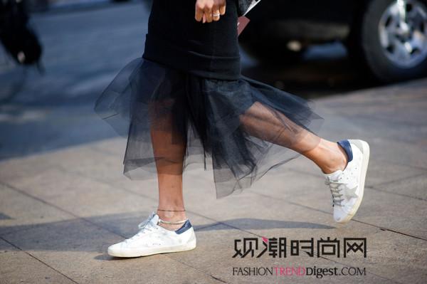 时尚小白鞋+裙子,夏季美哒哒