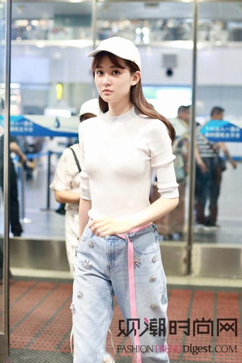 佟丽娅等女明星亮相机场,美丽无上限
