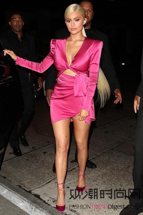 欧美女明星最新时尚造型,你最...