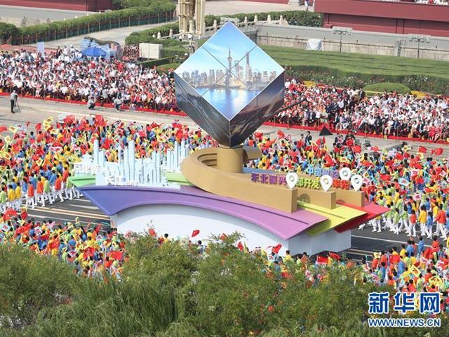 致敬新中国成立七十周年中国原创设计成功打造时尚方阵 ――Cabbeen卡宾品牌重磅亮相国庆庆典