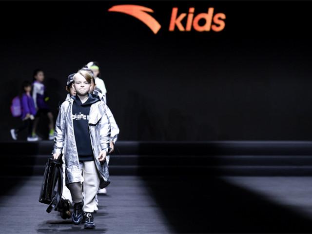 安踏儿童闪耀厦门国际时尚周,领衔发布2020运动童装流行趋势