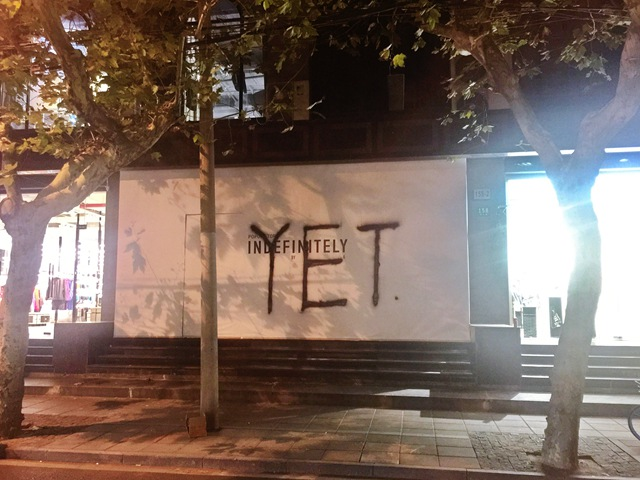 """魔都潮流地标突遭涂鸦 YET这次玩的有点""""野"""""""