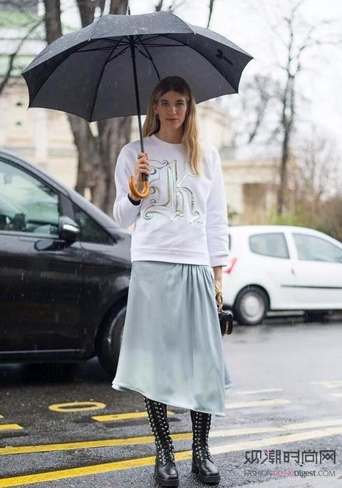 春天的时髦!卫衣+半裙的可爱模样