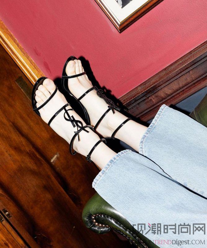 新一季凉鞋上有几根细带 这可...