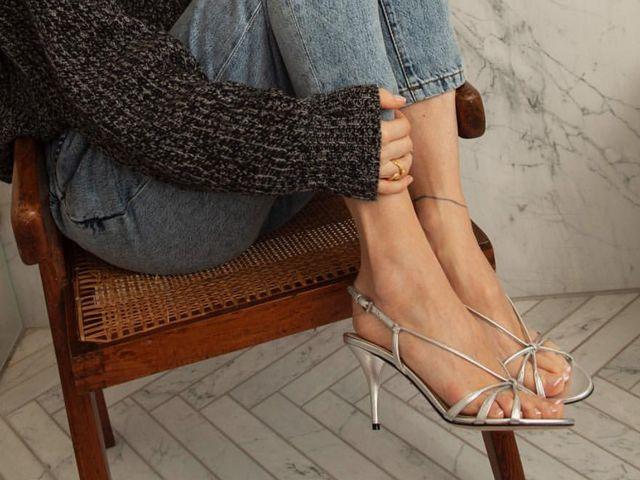新一季凉鞋上有几根细带 这可和时髦度很有关系呢