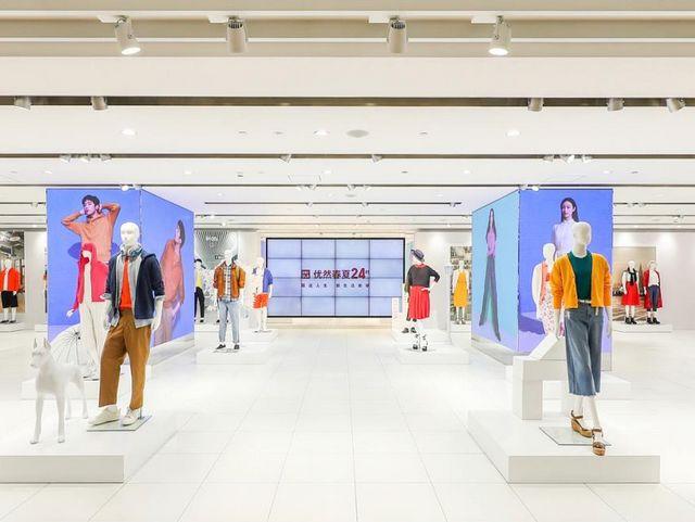 优衣库在全球最大上海旗舰店举办春夏新品发布会 用设计、美学、文创、科学 诠释服适人生优然24时的生活 同步向消费者开放 全新购物体验 感知穿搭魅力