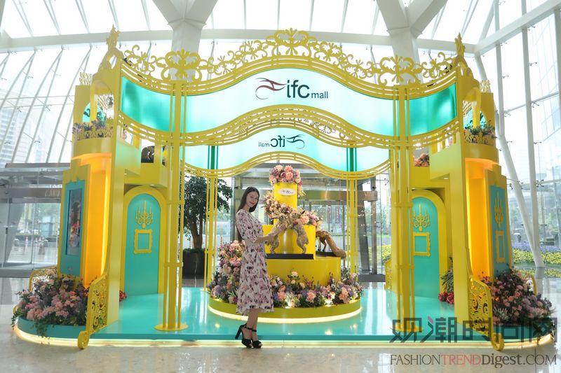上海ifc商场 绚丽布艺雕塑...
