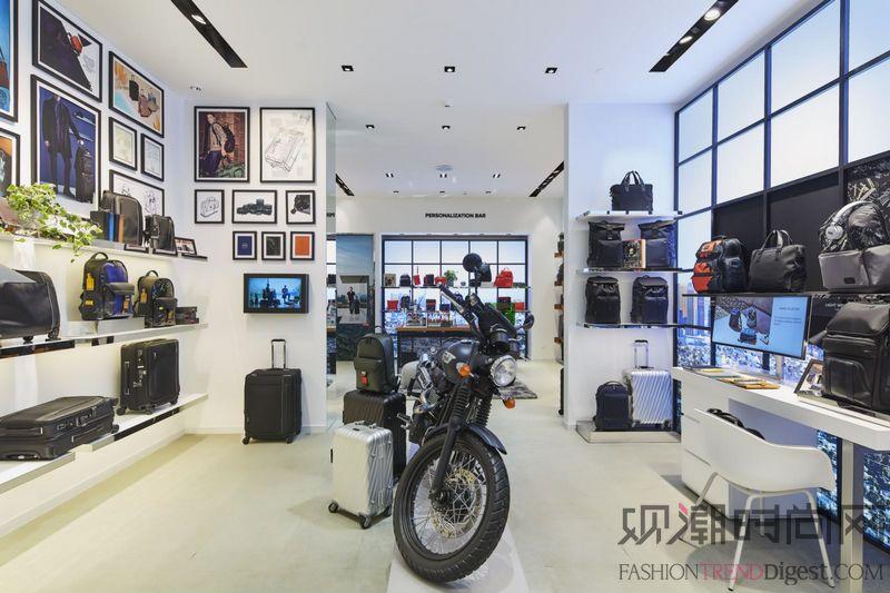 TUMI 上海恒隆限时精品店...