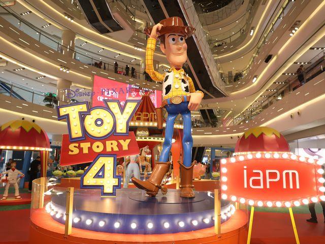 《玩具总动员4》电影主题展 iapm商场暑期独家上演 3米高巨型胡迪率18位新老玩伴开启冒险旅程