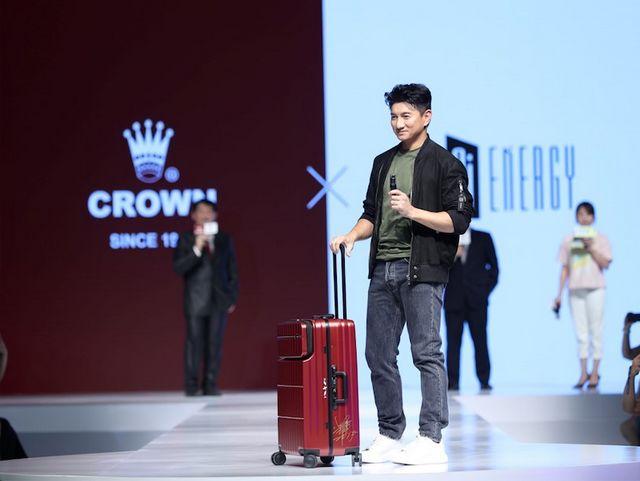 2019年皇冠集团新品发布会在沪举行,吴奇隆如约而至