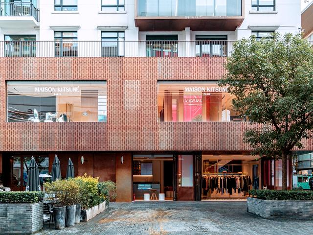 Maison Kitsune 首家旗舰店在上海新天地隆重开业,知名演员井柏然及张雪迎到场助阵