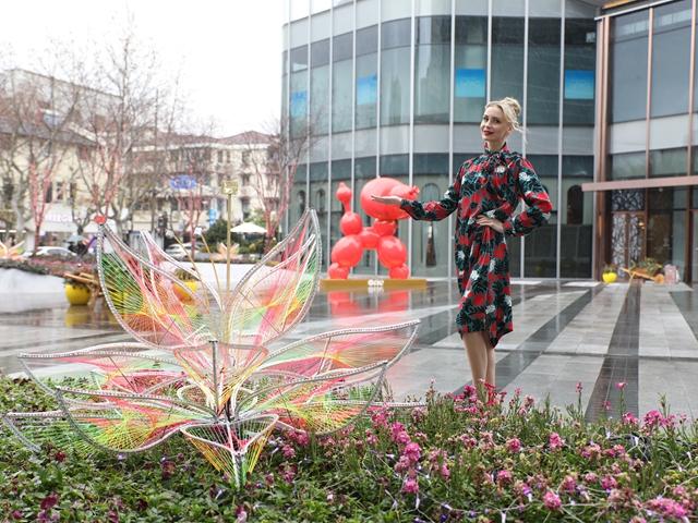 One ITC商场 全新「编织花艺光影秀」LED光影投射技术打亮以1,000小时编织的时尚萤光花海