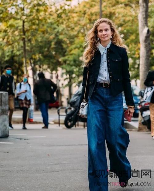 深秋季节的欧美街拍,好看的穿...