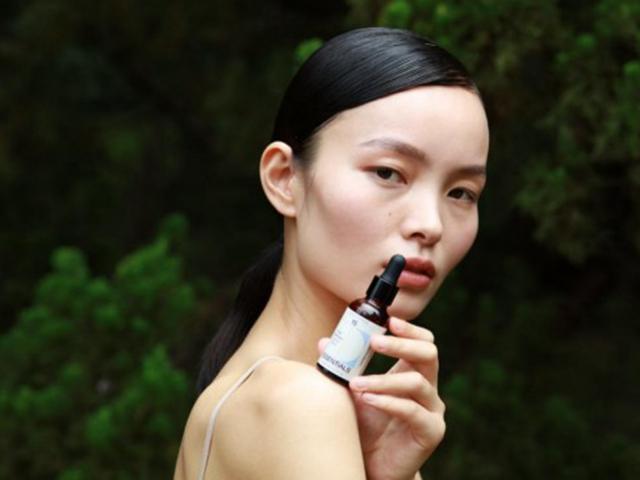 精萃舒敏 臻奢御龄 十五元素白玫瑰修护肌底精华油 焕耀肌肤内生光韵