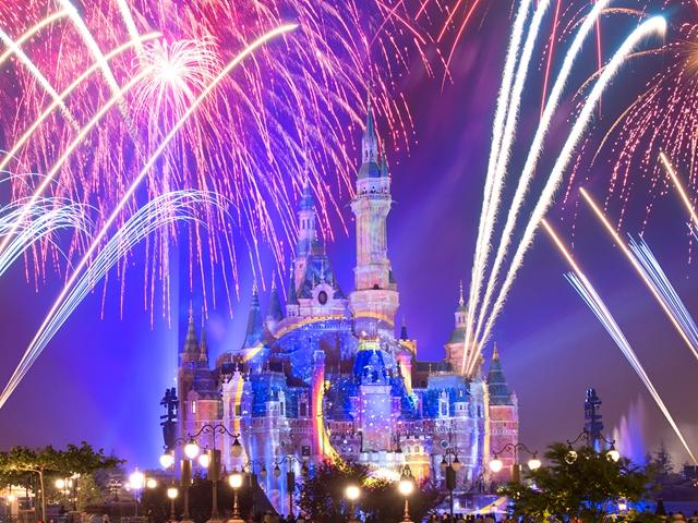 辞旧迎新,上海迪士尼特别烟花点亮 2021