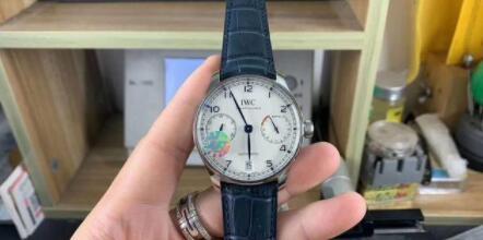 开工季:盘点职场OL喜欢的腕表