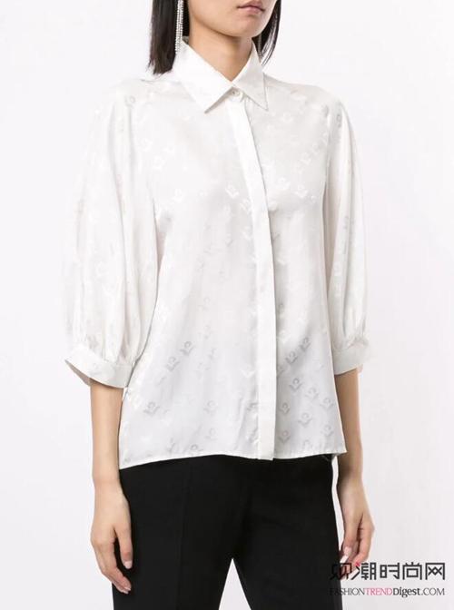 衬衫+半裙:搭配10年都不过时