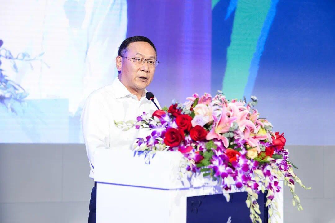 """徐迎新副会长宣读""""关于共建世界级纺织产业集群先行区的决定"""""""