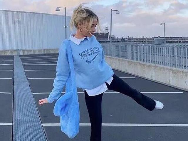 冬天穿蓝色太美了吧!