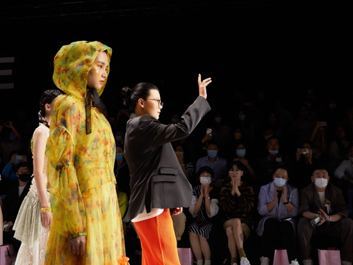 中国独立设计师品牌AWAYLEE:少女不止一面