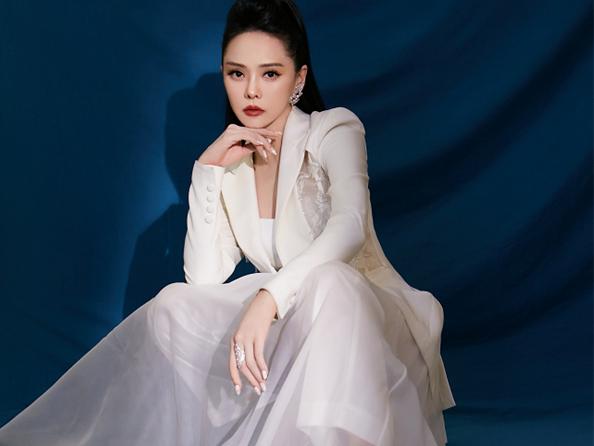 伊能静出席2021中国时尚盛典 现在是国潮的时代