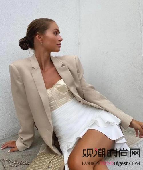 外套+裙子,2021春天最时...