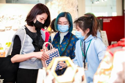 行业观察:上海时装周从重启到...