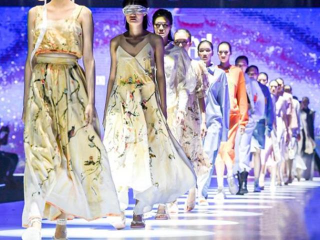 """面料与设计灵感碰出火花,广州国际轻纺城""""时尚源创平台""""举行专场发布"""