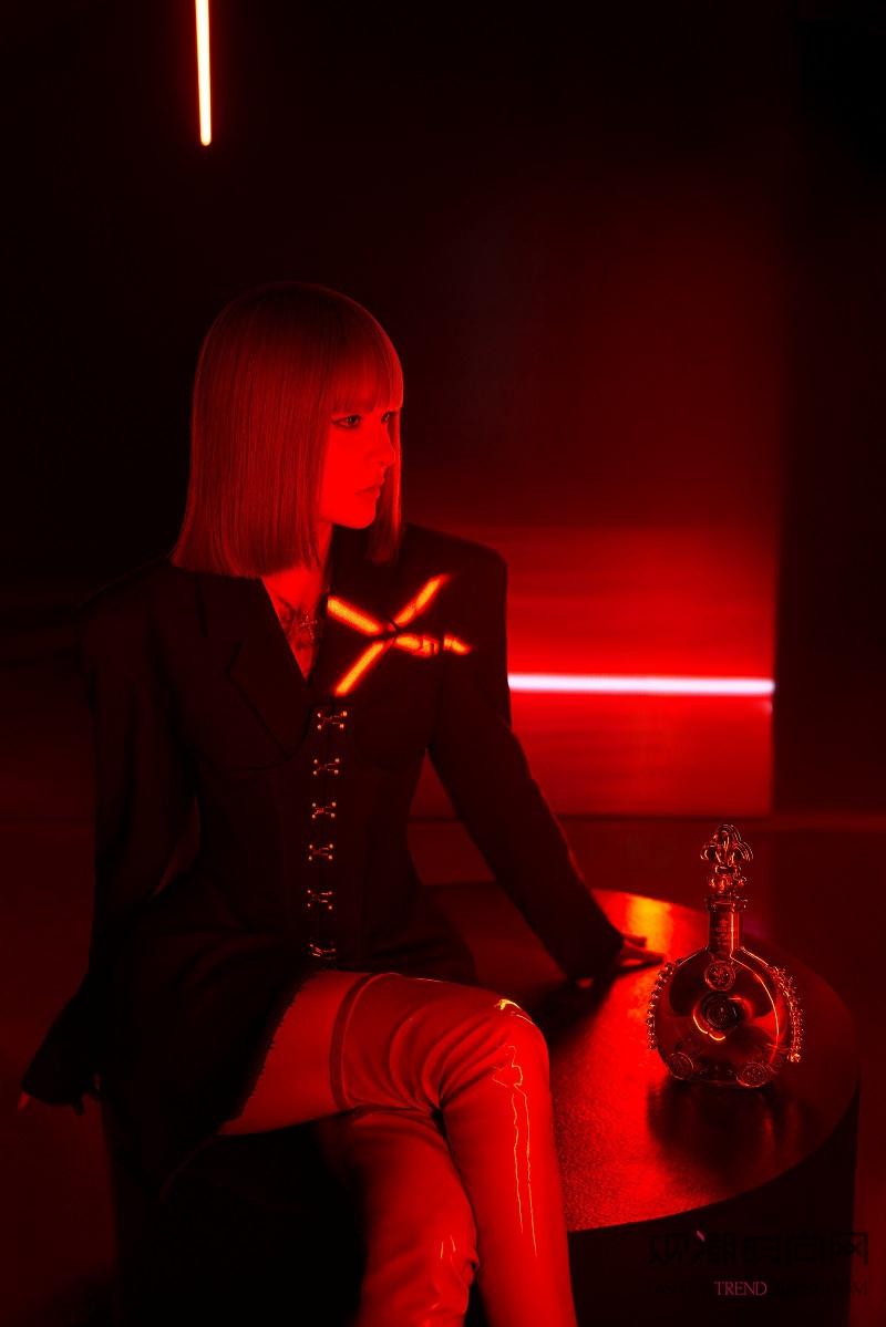 绯红夜色,传奇揭幕 路易十三...
