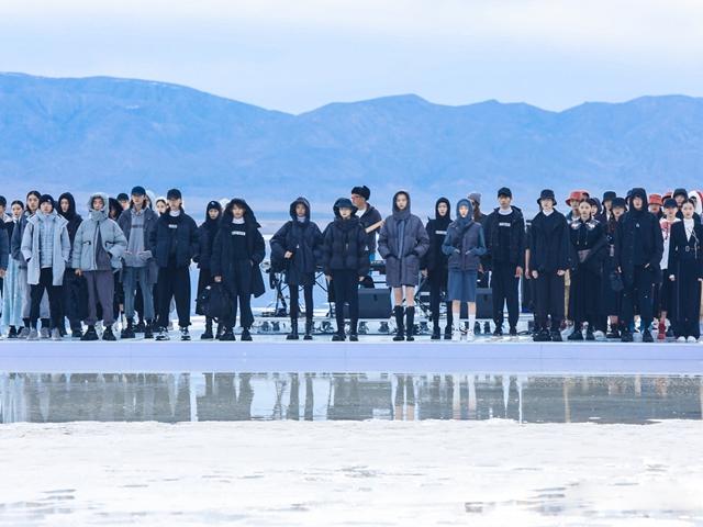 """森马""""穿越舒服之境""""2021冬季新品发布会 穿什么? Z世代就是要舒服"""
