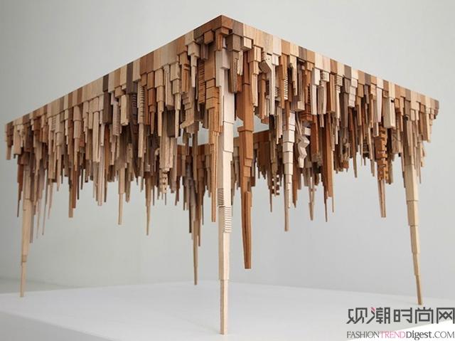 几何木制雕塑描绘出抽象的城市形态