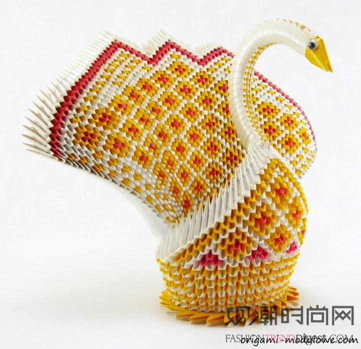 由复杂的折纸组成的精致的折纸动物