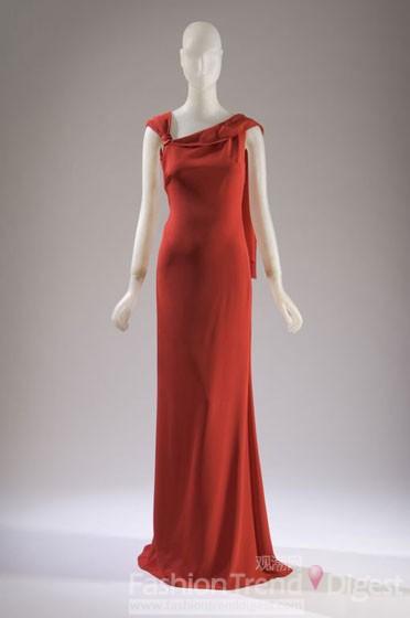 大利设计的红色丝绸晚装
